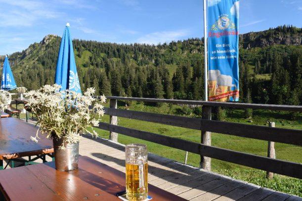 Alpe Gund - Bei Berghütten sitze ich immer so lange wie möglich draußen