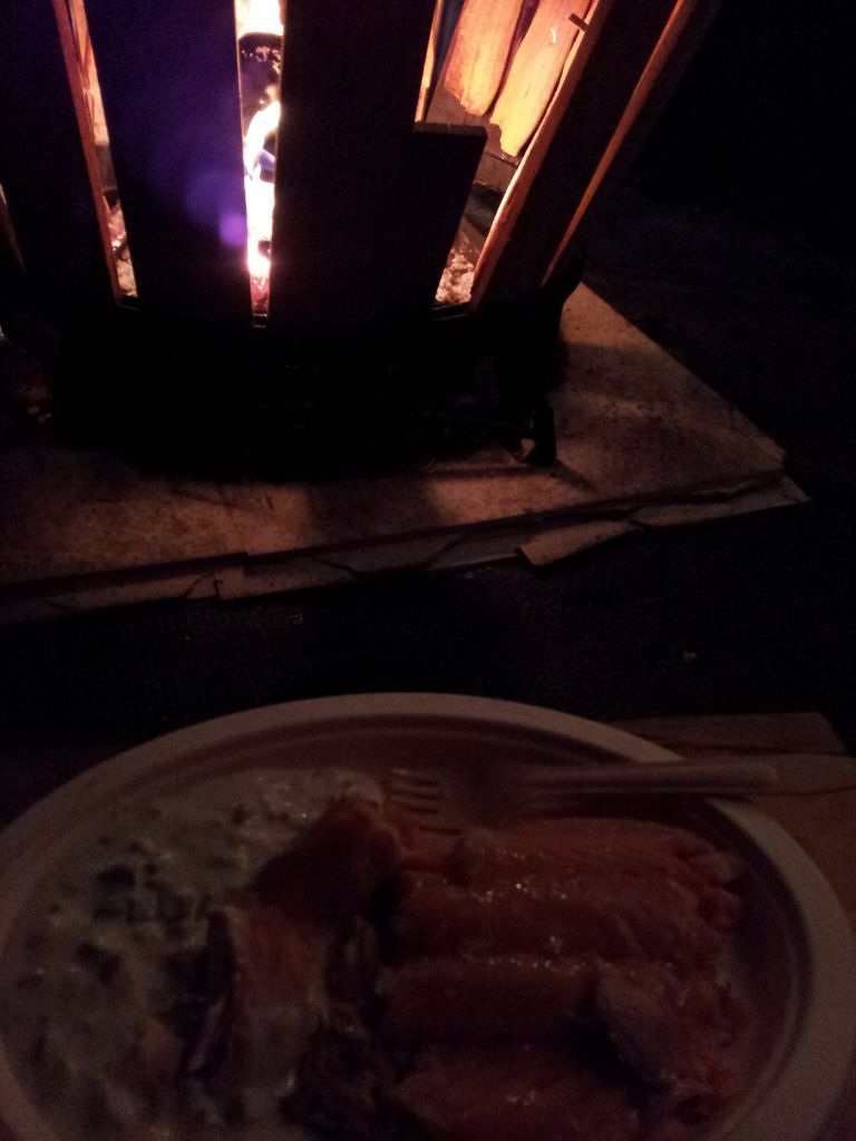 über dem Feuer erhitzter Lachs aus Finnland