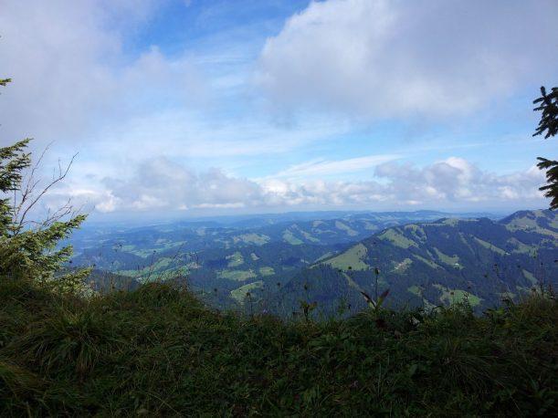 Ausblick vom Eineguntkopf am Wanderweg
