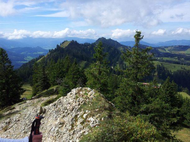 Ausblick auf den Falken am Wanderweg