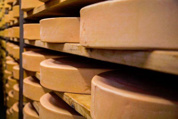Käse aus dem Allgäu bei der Käsereigenossenschaft Bremenried