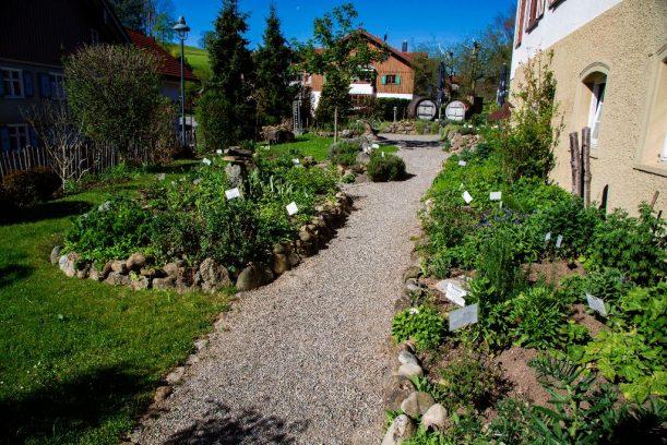 Der Kräutergarten beim Kräuterwirt in Stiefenhofen entlang der Radrunde Allgäu.