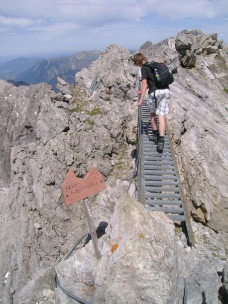 Riskanter Trail auf dem Berg