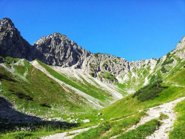 Aufstieg zum Gipfel in den Allgäuer Alpen