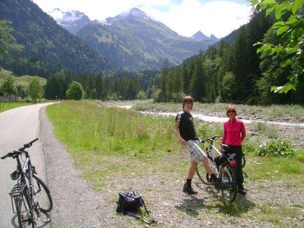 Radfahren entlang der Stillach zum Einödsbach in den Allgäuer Alpen
