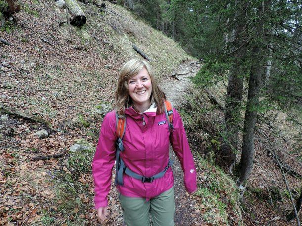 Expertin Steffi Roth beim Wandern