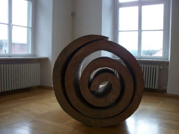 Holzbildarbeiten des Künstlers Rudolf Wachters im neuen Schloss in Kißlegg
