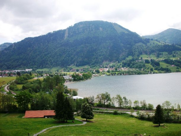 Blick beim Wandern auf Bühl am Alpsee