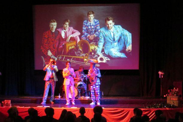 """""""Buffzack"""" live auf der """"filmburg""""-Bühne (Foto: Monika Schubert)"""