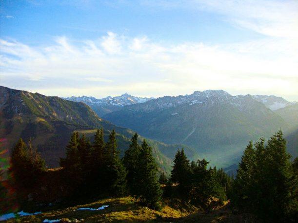 Ausblick vom Jochschrofen in das Hintersteiner Tal zwischen Oberjoch und Bad Hindelang