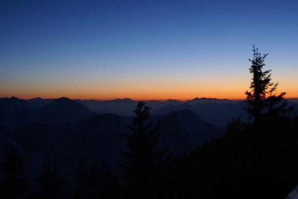 Blick ins Tal der Allgäuer Alpen bei Sonnenuntergang