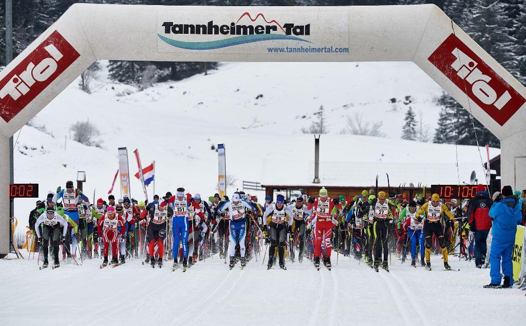 Ehrliche Sportler beim Langlauf: Ski-Trail Tannheimer Tal - Bad Hindelang