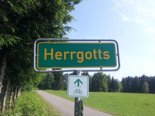 Nur hier, im katholischen und ländlich geprägten Allgäu tragen Weiler solch schöne Namen.