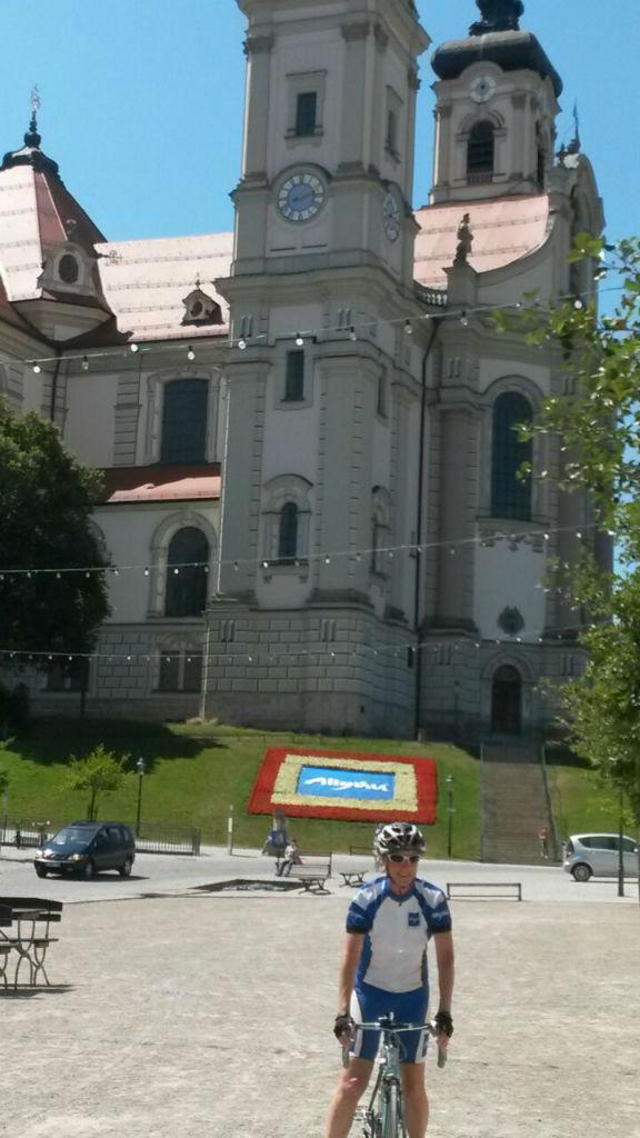 Stopp auf dem Marktplatz Ottobeuren, im Schatten der prächtigen Basilika