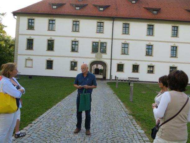 Vor dem Kurfürstlichen Schloss Marktoberdorf: Sitz der Musikakademie