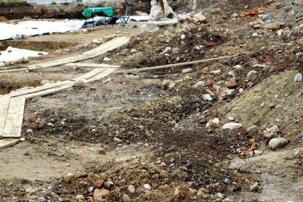 Quell der Geschichte: Grabungsstätte in der Stadt Isny im Allgäu