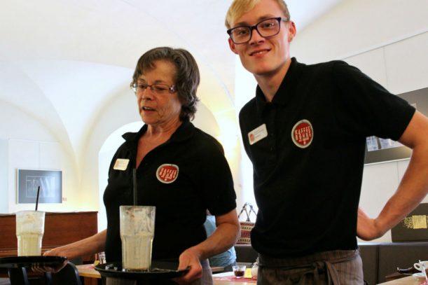 Das Team der Kaffeebohne erklärt uns ihren Espresso