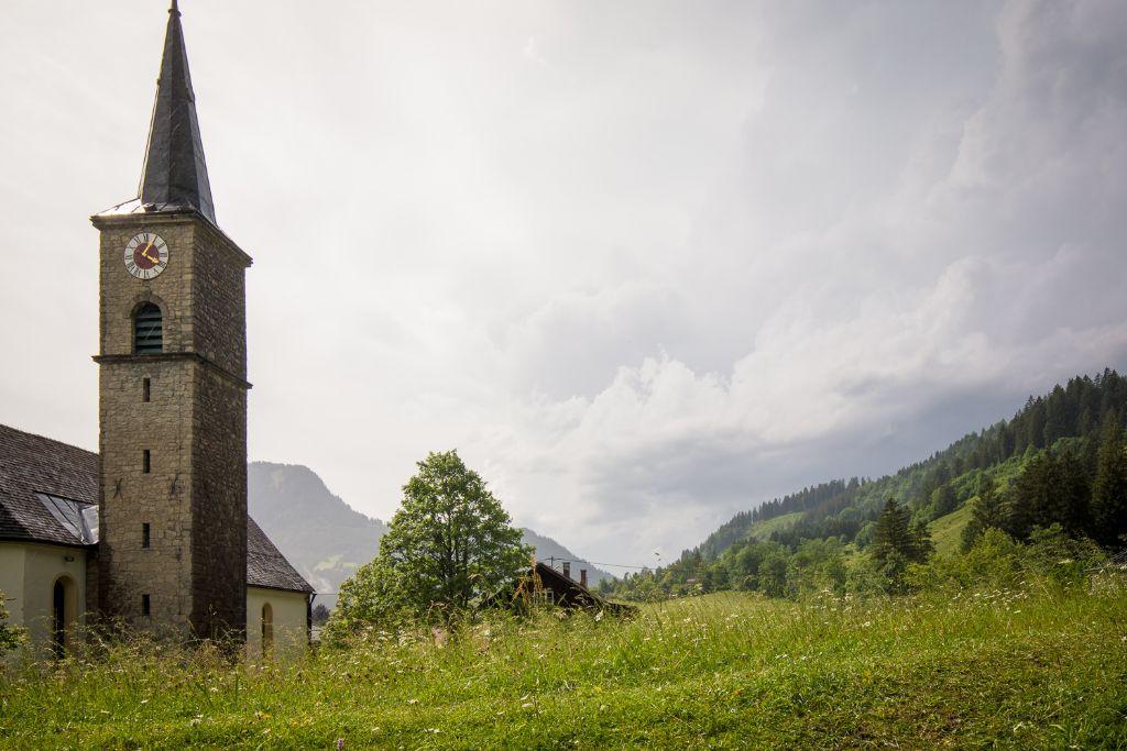 Die Kirche am Parkplatz in Bad Hinterstein