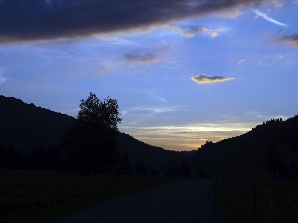 Sonnenuntergang im Tiroler Hochtal