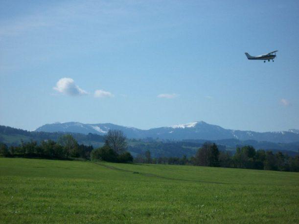 Flugzeuge nahe Durach im Allgäu
