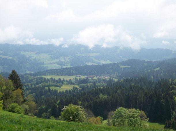 Blick von Scheidegg aus auf Wanderung auf der Wasserläuferroute von Lindenberg nach Weiler