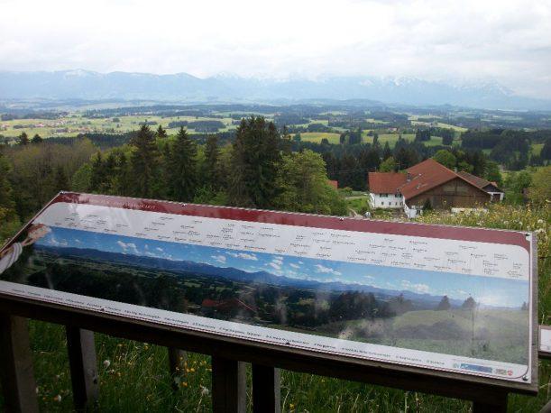 Panoramaaussicht bei Aufstieg auf den Auerberg