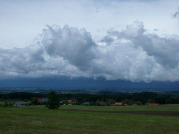 Wettermystik auf der Wanderung Richtung Lindenberg